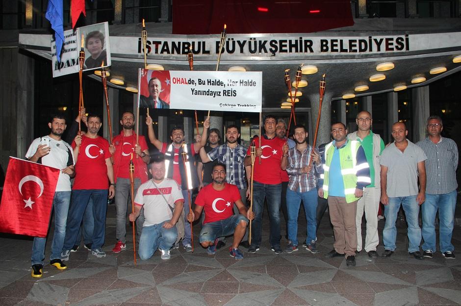 Meydanlarda demokrasi nöbetine devam