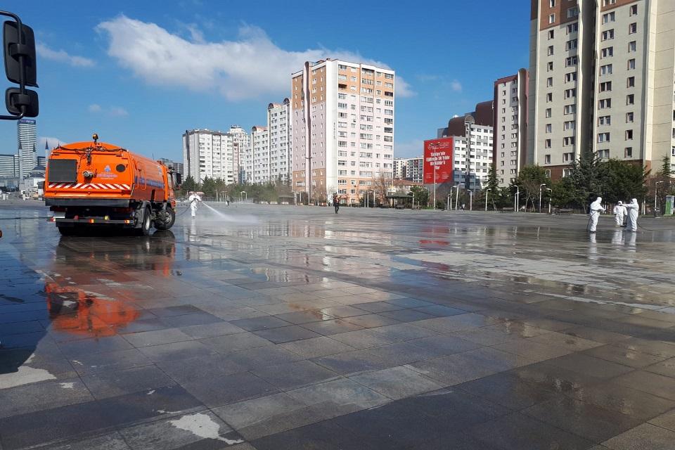 Meydanlarda Koronavirüs Temizliği Başladı